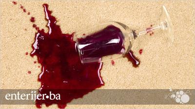 Kako očistiti mrlju od vina na tepihu?